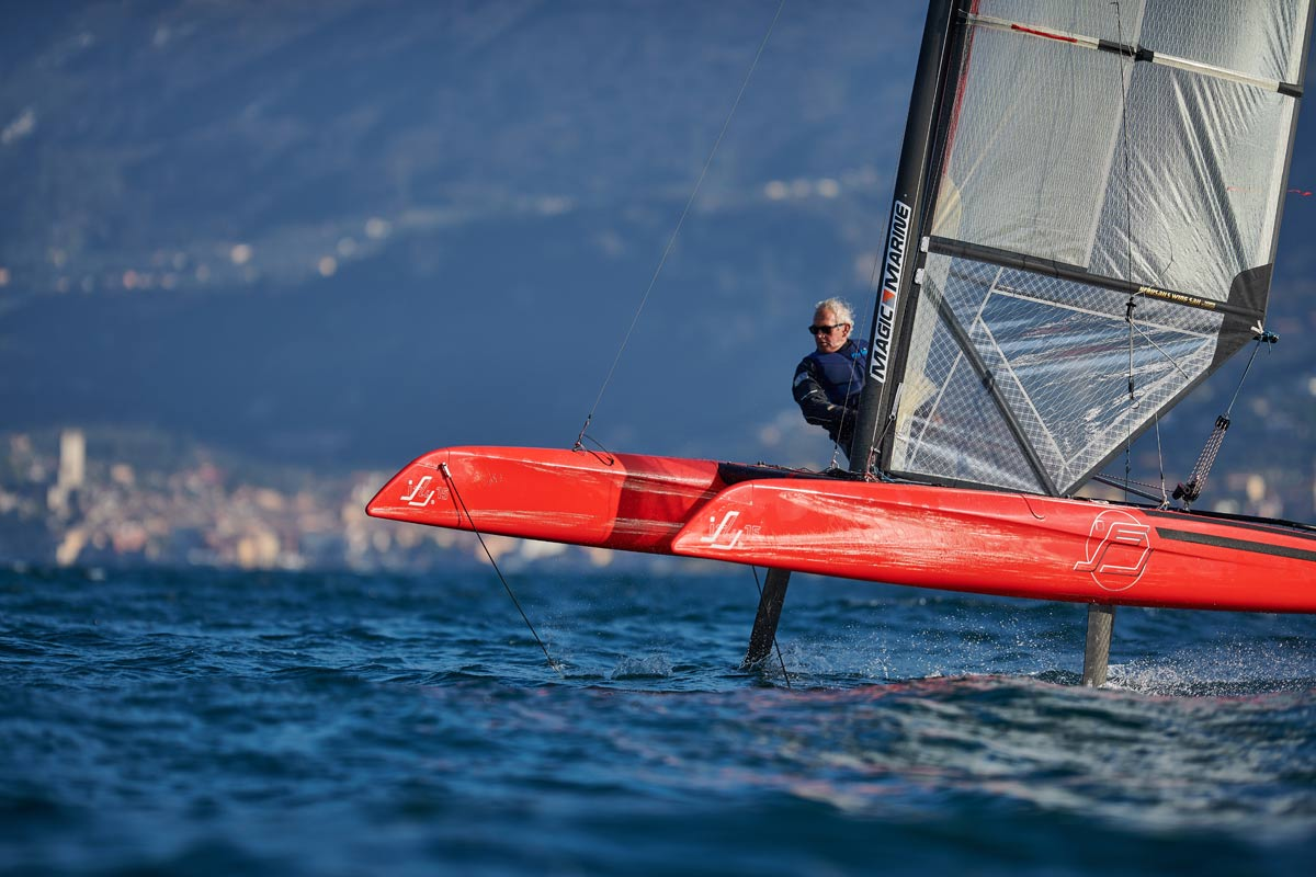 Dynamic foiling with iFLY15 - foil controlled by FSC - FlySafe sailing